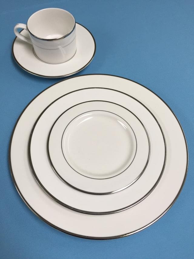 Where to find Platinum Band Dinnerware in Lansing
